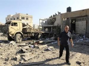 A Gaza, ce samedi, sur un site détruit par un raid israélien. (Photo Mohammed Salem. Reuters)