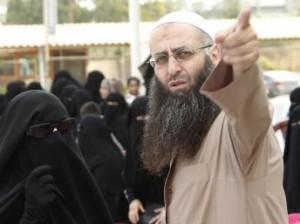 Le Chekh Ahmed Al -Assir voulant acculer la résistance au Liban à déposer ses armes