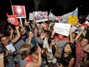 Femmes tunisiennes manifestant pour l'égalité