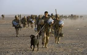 Marines américains débarquant à Benghazi aujourd'hui au petit matin