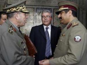 Le général Rachid Ammar reçoit les ordres du général qatari Hamad Ben Ali El-Atia sous le regard médusé de Abdelkarim Zbidi
