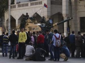 L-armee-egyptienne-protege-la-presidence-les-anti-Morsi-manifestent-encore_slider