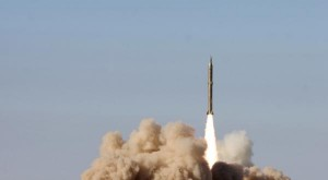 Missile sol-sol iranien de technologie nord coréenne lancé d'une zone inconnue Fars News / Reuters