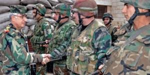 Détachement de l'Armée Arabe Syrienne au salut d'un officier supérieur syrien