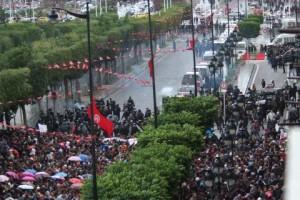 Grande manifestation à Tunis, à l'instant-même