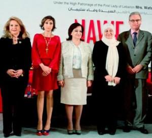 De gauche à droite : l'ancienne ministre Leila Solh Hamadé, la fondatrice et présidente exécutive du NAWF, Nadine Abou Zaki, la Première dame, Wafa' Sleiman, l'ancienne ministre Bahia Hariri, l'ambassadeur de France au Liban, Patrice Paoli, à l'inauguration du Forum de la femme arabe