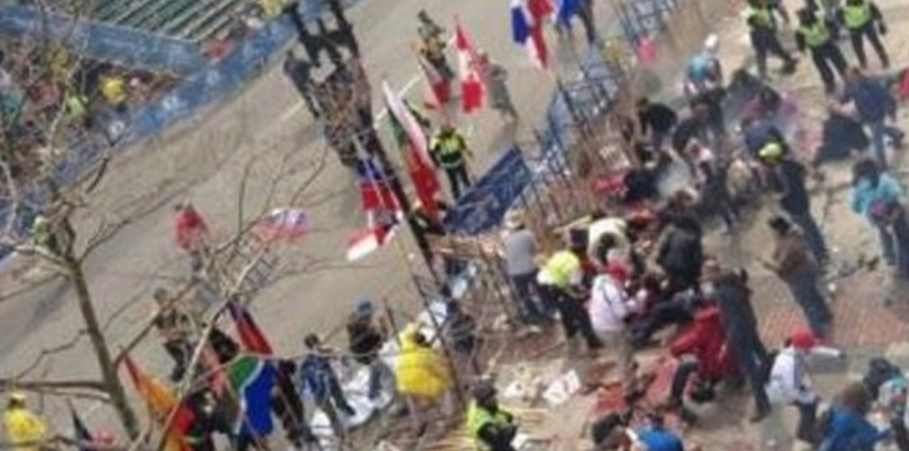 5654733-etats-unis-deux-explosions-a-l-arrivee-du-marathon-de-boston