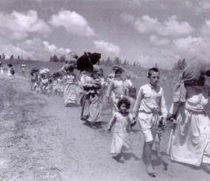 Réfugiés palestiniens expulsés de leurs terres sous la menace des fusils sionistes haifa