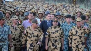 Abdelfattah Al-Sissi suivi par ses troupes